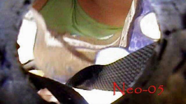 XXX nessuna registrazione  La bellezza solleva la gonna e video ragazze erotiche scopa.