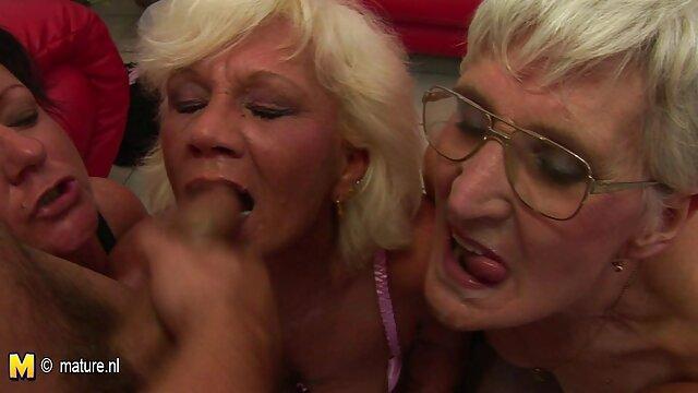 XXX nessuna registrazione  Natalia fa l'amore con il prossimo video erotici gratuiti a letto.