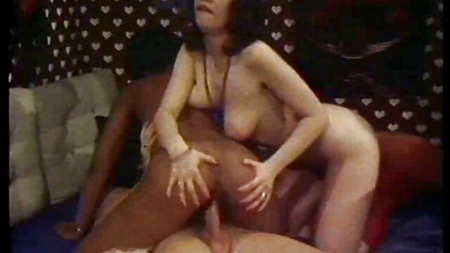 XXX nessuna registrazione  L'uomo che fa sesso con una ragazza diligente. video erotico completo