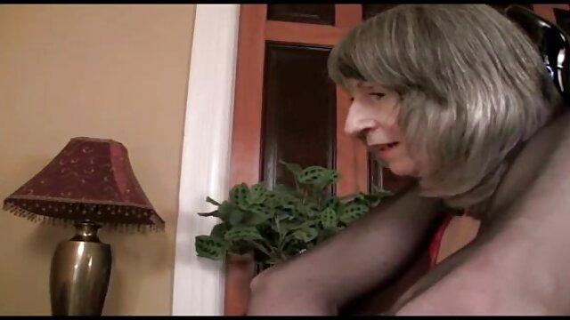 XXX nessuna registrazione  Una ragazza con i tacchi su un arto senza togliersi i calzini. il miglior sito porno gratis