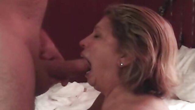 XXX nessuna registrazione  Un erotici videos pompino fatto da una madre matura.
