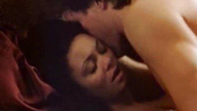 Porno nessuna registrazione  Il segretario lascia il capo film sexy italiani gratis tra il petto e la vagina.