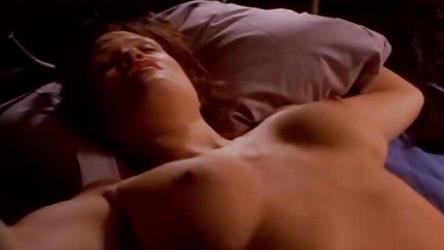 XXX nessuna registrazione  Mangiare la amatoriale erotico bionda nella sauna.