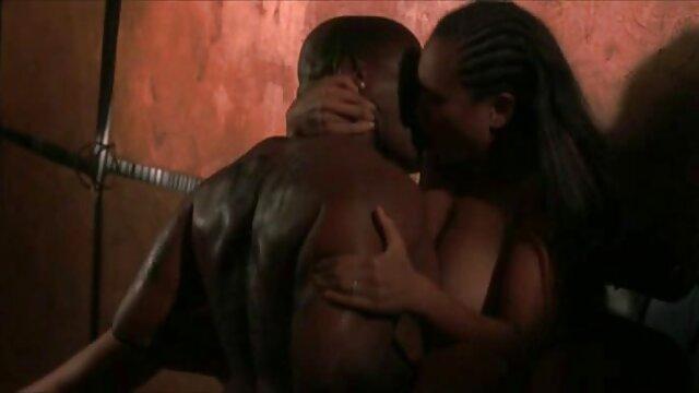 XXX nessuna registrazione  Il vicino è stato scopato da sua madre e le ragazze sono vintage film erotico depravate.