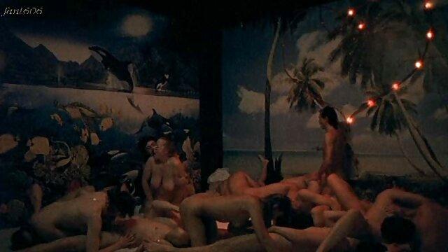XXX nessuna registrazione  Soddisfare una donna con un grande culo e donne erotiche italiane le labbra.