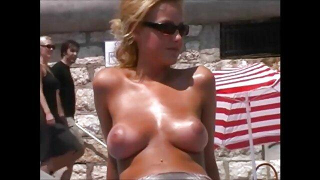 XXX nessuna registrazione  L'agente di Casting ha scopato tre ragazze tra centro massaggi video porno i cespugli.