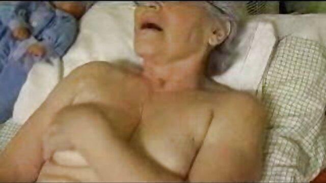XXX nessuna registrazione  Un ciccione con una video sensuali erotici puttana a letto per peggiorare le cose.