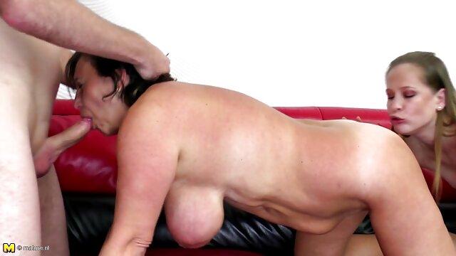 XXX nessuna registrazione  Cherie Deville massaggi erotici italiane rinuncia a un'amica.