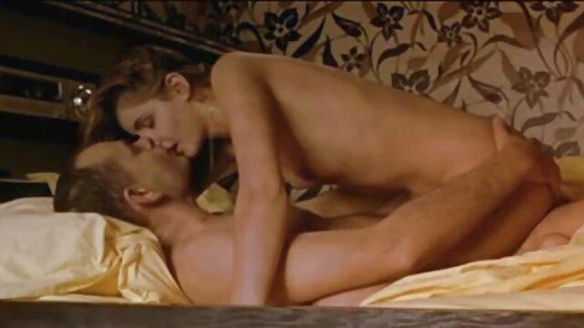 XXX nessuna registrazione  Matrigna diffonde figliastri di donne per video erotici scambisti il sesso.
