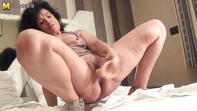 Porno nessuna registrazione  Matrigna film porno soft italiani a tentoni figliastra clitoride con un dildo.