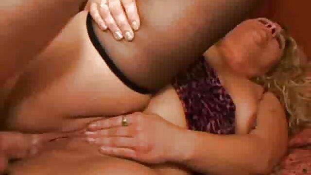 XXX nessuna registrazione  Savannah Six scopa patrigno si toglie la biancheria intima. video amatoriali erotici gratis