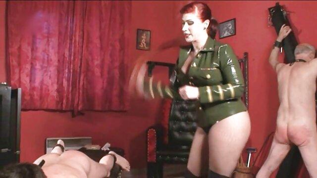 XXX nessuna registrazione  Stepdad scopa figliastra in camera da film erotici con trama letto.