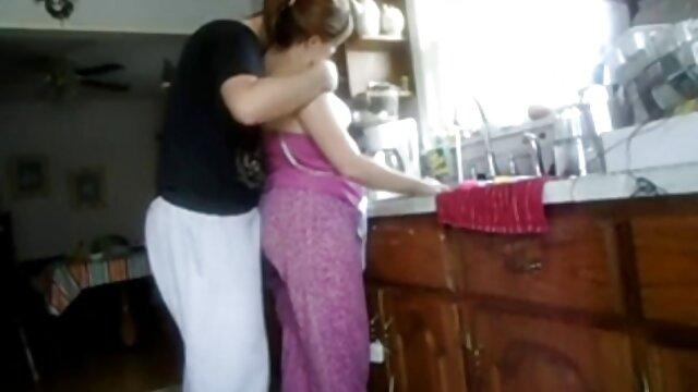 Porno nessuna registrazione  La mamma vede sua figlia succhiare un video erotici passionali cazzo.