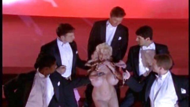 XXX nessuna registrazione  Cassidy Banks scherza con video erotici dolci i vicini neri.