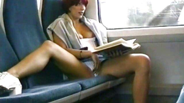 XXX nessuna registrazione  Le donne gratis film erotico giocherellano con la gravità e le dita.