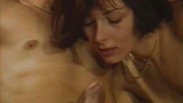 XXX nessuna registrazione  Fatti in casa sesso in erotico video bagno.