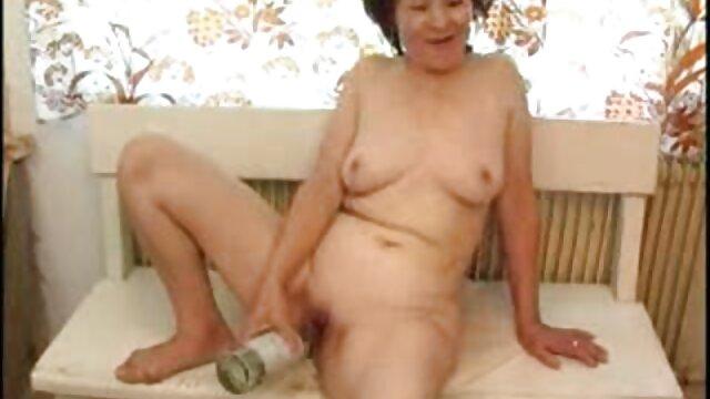 XXX nessuna registrazione  Un ragazzo video erotici free magro mangia una donna molto grassa.