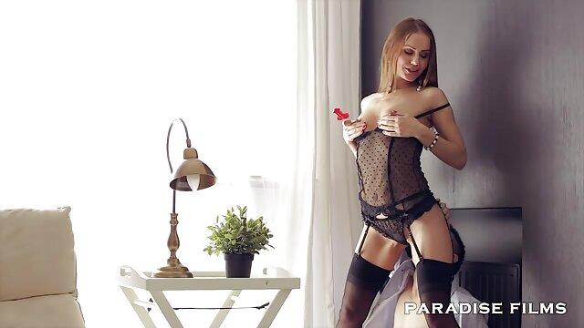 XXX nessuna registrazione  Le donne hanno una video erotici italiani splendida carezza sul tappeto.