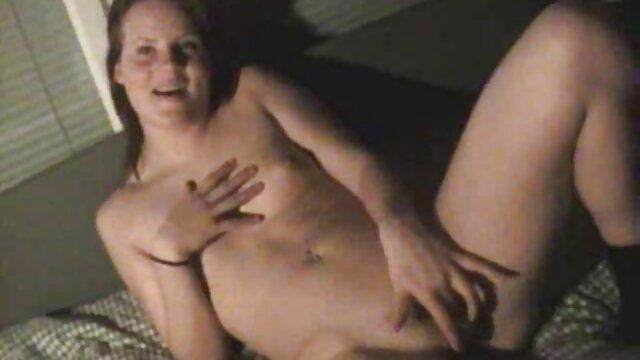 XXX nessuna registrazione  Una donna che fa film pornoerotico un bel pompino e lascia sperma sul suo viso.