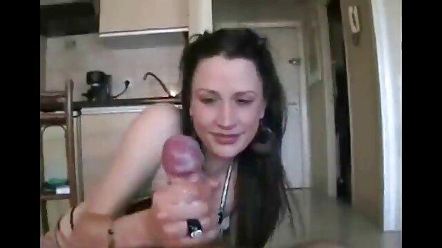 XXX nessuna registrazione  Bionda studenti cazzo in camera film porn erotici da letto.