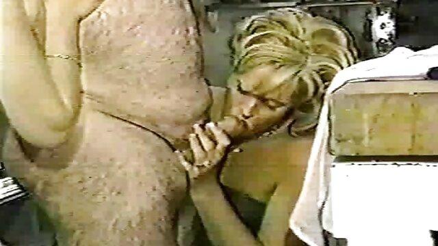 XXX nessuna registrazione  Mamma che insegna a youtube massaggi erotici sua figlia a succhiare.