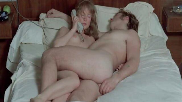 XXX nessuna registrazione  Si sedette nella sua figa pelosa sulla giochi erotici video macchina del sesso.