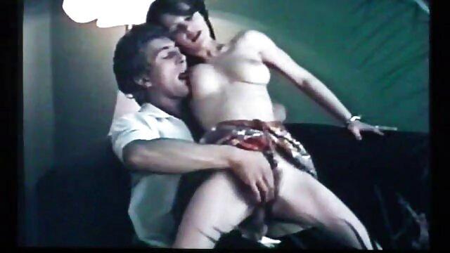 XXX nessuna registrazione  Matura in doccia si film erotici italiani gratis masturba.