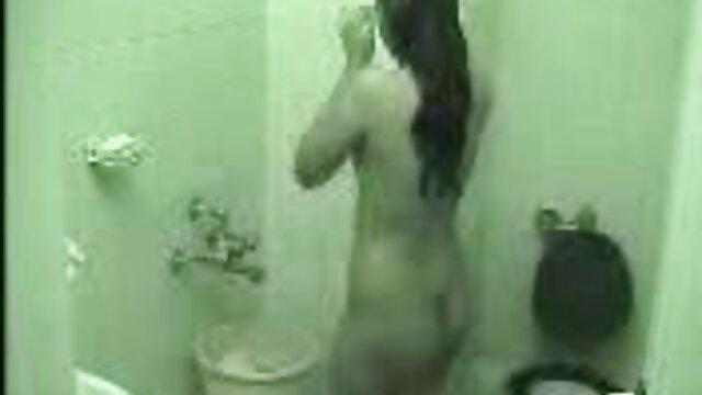 XXX nessuna registrazione  Una donna viene data all'esercito di auto. video erotico mature