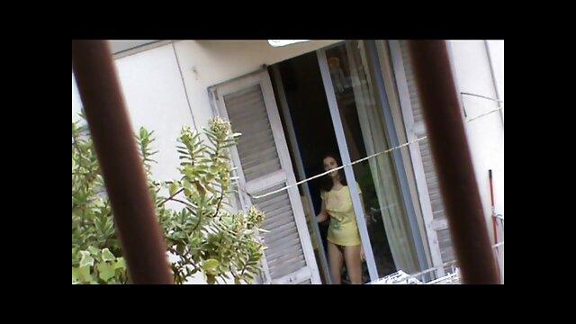 XXX nessuna registrazione  La donna divorziata film vm 18 gratis stava chiedendo al suo vicino di mangiarla.