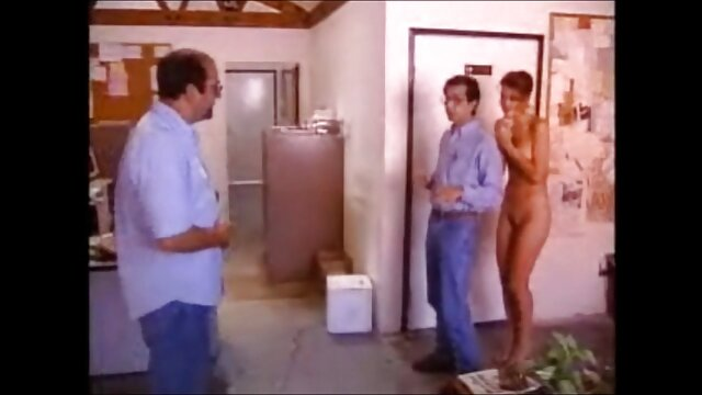 Porno nessuna registrazione  Si scopa una bella donna in un preservativo sottile. video erotico completo