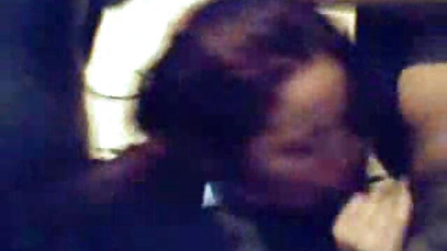 XXX nessuna registrazione  Una bella ragazza ha dato nel video erotici italiani amatoriali culo.