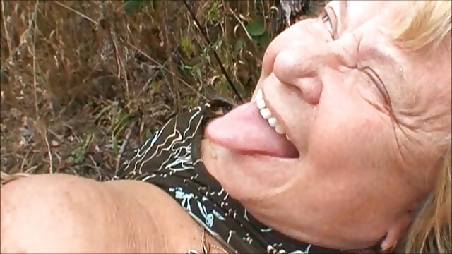 XXX nessuna registrazione  Una ragazza cattiva con un film erotici completi clitoride.