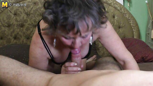 XXX nessuna registrazione  Nero bruna video vintage erotici con procace in bocca.