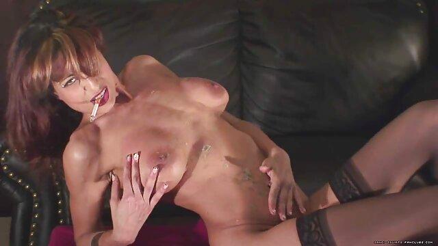 XXX nessuna registrazione  Il film erotici zia massaggiatore scopa una donna grassa per fare soldi.