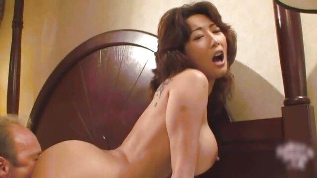 XXX nessuna registrazione  Una bionda dalla video erotici completi Russia si dà nell'ano.
