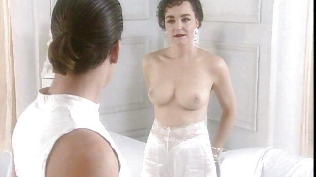 XXX nessuna registrazione  Metti una video erotici serena grandi ragazza in cucina e a letto.