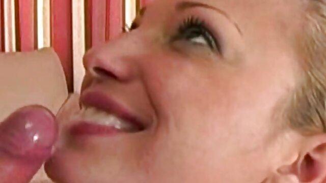XXX nessuna registrazione  Milf in lattice viene scopata. video film erotici italiani