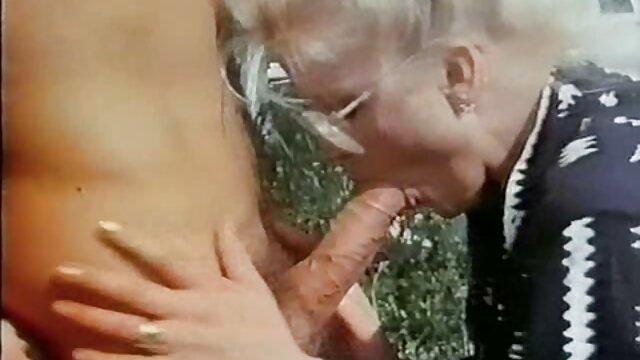 XXX nessuna registrazione  Una ragazza con i capelli film erotici con tettone neri.