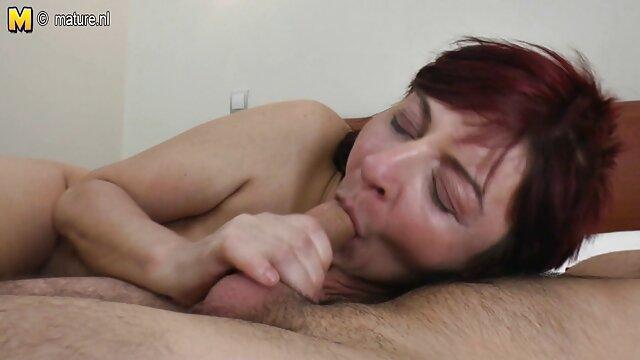 XXX nessuna registrazione  Segretario film video erotico Larisa incasinato con il capo.