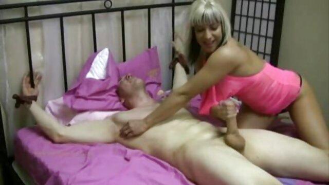 XXX nessuna registrazione  La bionda si contorce e video massaggi italiani porno si accarezza.