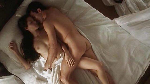 XXX nessuna registrazione  Il video massaggi orientali porno dito bruna nella vagina con il vibratore.