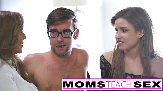 XXX nessuna registrazione  Un uomo che abbraccia la mamma Latina con il sesso massaggio erotico con orgasmo anale stretto.