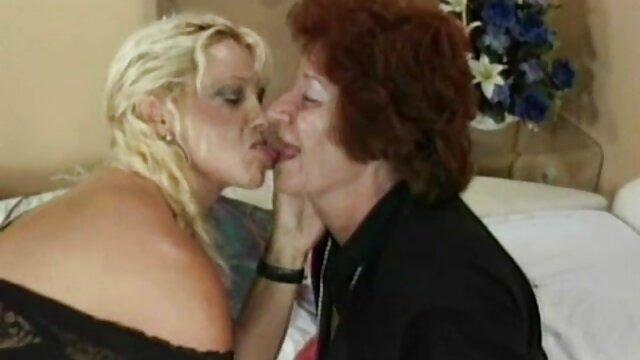 XXX nessuna registrazione  Massaggio lesbiche a film erotici free raggiungere l'orgasmo.