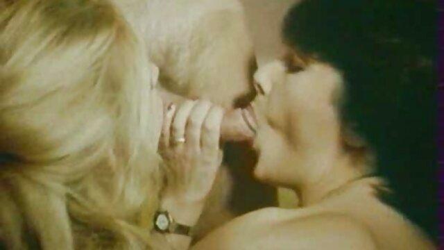 XXX nessuna registrazione  Noioso mamma succhiare massaggi erotici italiani video figlio pene.