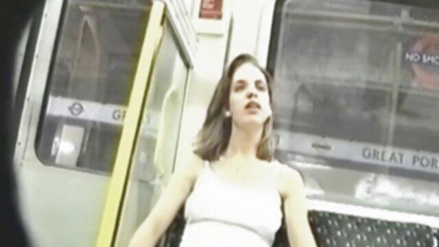 XXX nessuna registrazione  Si scopa una bionda magra video sexi erotico nella vagina.