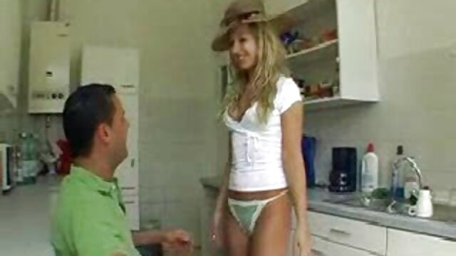 XXX nessuna registrazione  Una ragazza che film pornoerotici si scopa il culo e la vagina.