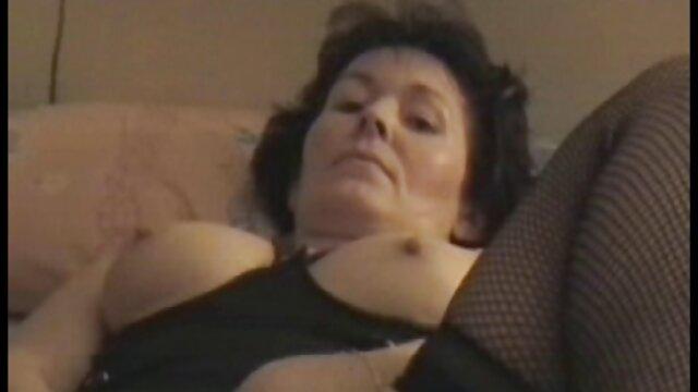 XXX nessuna registrazione  La ragazza è stata sostituita dalla penetrazione nel buco. film piccanti gratis