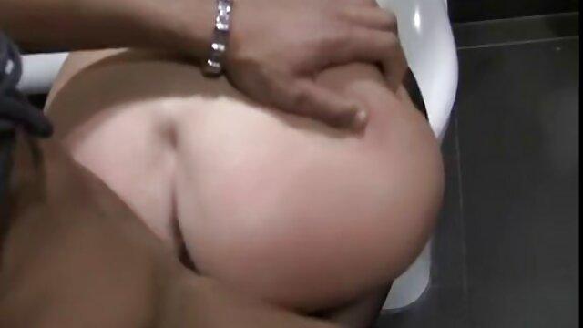 XXX nessuna registrazione  Due donne succhiare cazzi. video erotici celebrità