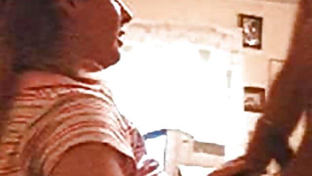 XXX nessuna registrazione  Un vicino di casa con un grosso Bastardo dà leccare Anale. erotico gratuito