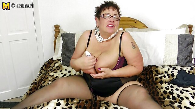 XXX nessuna registrazione  Un uomo cugino scoregge perché l'immagine su vecchie erotiche Internet.